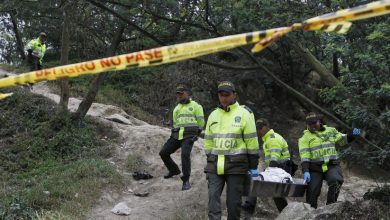 Photo of Cinco muertos y dos heridos deja una masacre en un campamento en Colombia