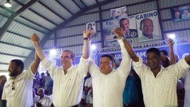 Photo of Luis Abinader proclama a «El Gringo» como precandidato a la alcaldía de su corriente por La Victoria