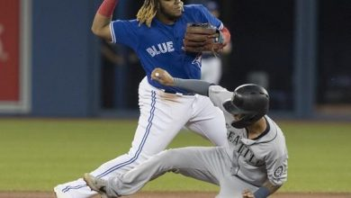 Photo of Vladimir Guerrero Jr. abandona partido por dolor en una rodilla