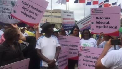Photo of Centrales sindicales marchan en demanda de pensiones justas