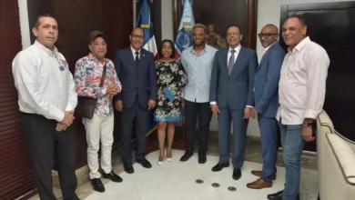 Photo of Robinson Canó visita al ministro de Educación