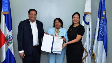 Photo of ONAPI entrega certificado de registro de la primera patente de la UASD