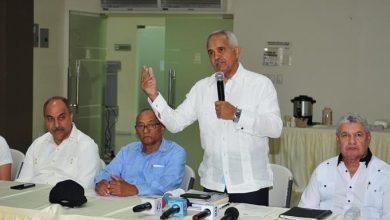 Photo of Ministro de Agricultura dice están politizando situación de los pollos en el país