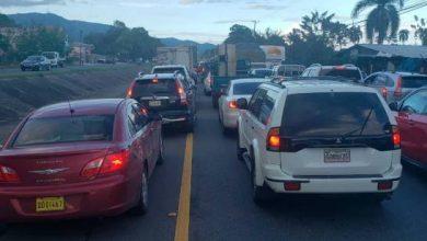 Photo of Camión cae por el río Jima y provoca tapón en la autopista Duarte