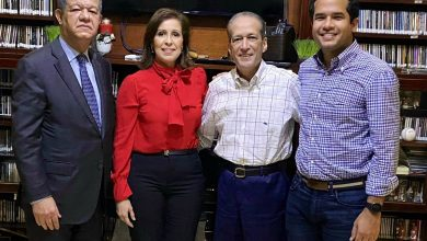 Photo of Leonel Fernández visita a Reinaldo Pared Pérez en su residencia