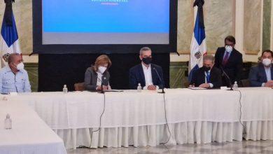 Photo of El Gobierno aumentará un 30% al salario base de los médicos