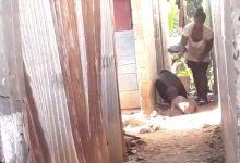 Photo of Primera dama dice autoridades actúan en caso de mujer que golpea bebé con un palo