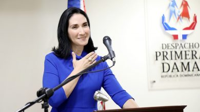 Photo of Primera dama dona computadoras en Najayo Mujeres