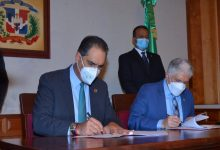 Photo of SeNaSa y Senado firman contrato para asegurar funcionarios y empleados de la Cámara Alta