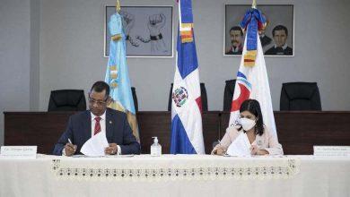 Photo of ProDominicana y Migración firman acuerdo de cooperación interinstitucional